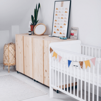Opinie, atestowane i bezpieczne drewniane łóżeczko dziecięce i niemowlęce Classic Cot 120×60 Woodies Safe Dreams