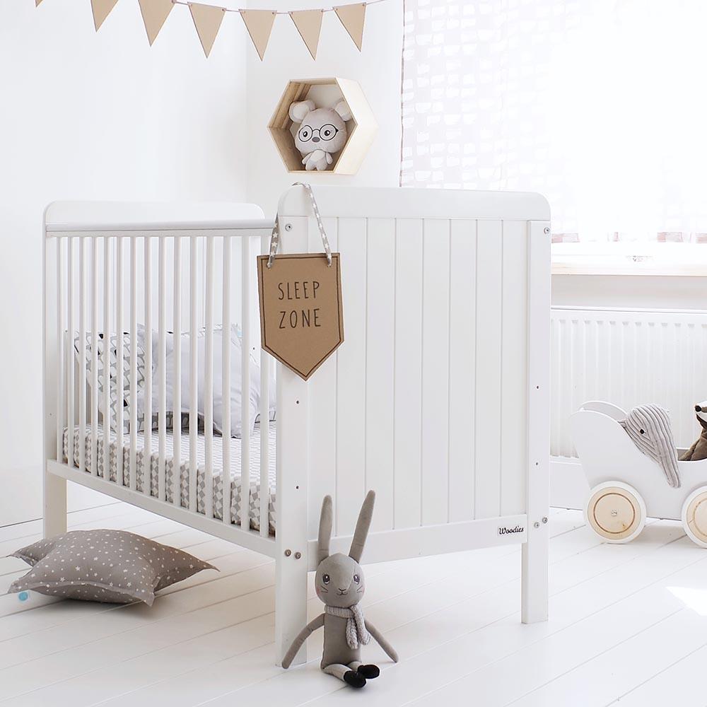 Lozeczko dzieciece i niemowlece Woodies Safe Dreams wyprawka dla noworodka, wyprawka dla niemowlaka, meble dzieciece, meble dla dzieci, Country Cot 120x60.JPG