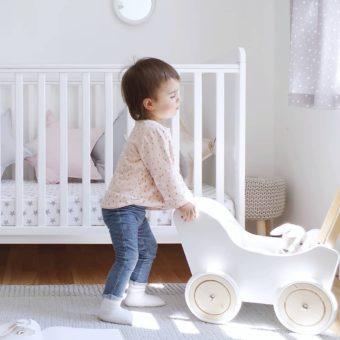 Drewniane łóżeczko dziecięce i niemowlęce Classic Cot Bed Woodies Safe Dreams Strona Główna