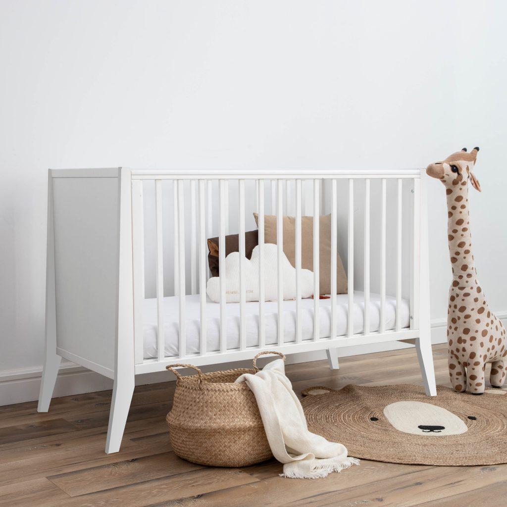 Lozeczko niemowlece Slim Cot 120x60 w kolorze bialym wyprawka dla noworodka wyprawka dla niemowlaka meble dla dzieci pokoik dla dziewczynki pokoik dla chlopca