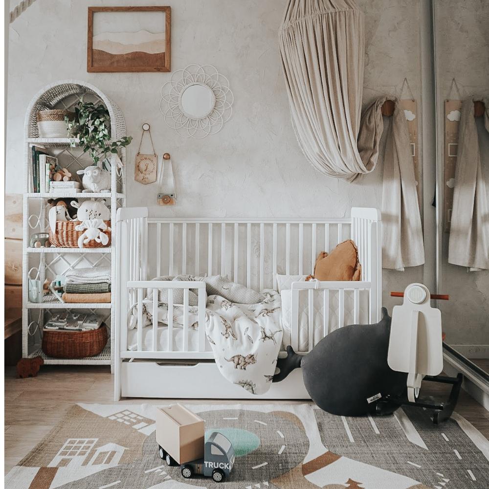 Łóżeczko niemowlęce i dziecięce Classic Cot - łóżeczka dla niemowląt i dzieci z funkcją tapczanika 120x60 w stylu klasycznym z bokami o ażurowej konstrukcji | Woodies® Safe Dreams - meble i materace dla dzieci