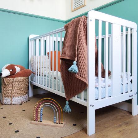 Drewniane łóżeczko dziecięce i niemowlęce Fairy Cot 120x60 z motylkiem Woodies Safe Dreams atestowane łóżeczka niemowlęce i meble dla dzieci (5)
