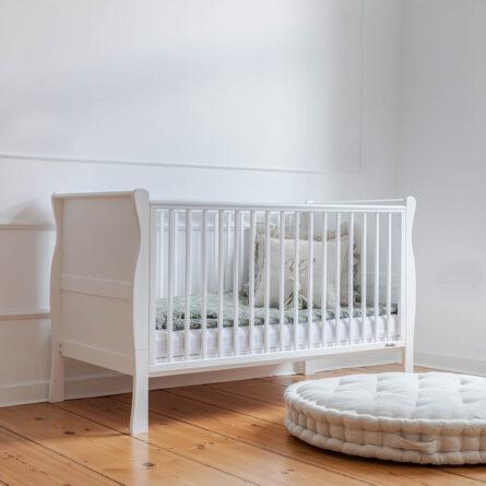 Łóżeczko dziecięce Noble Drewniane atestowane łóżeczko dziecięce i niemowlęce Noble Cot Bed 140x70 Woodies Safe Dreams atestowane meble dla dzieci wyprawka dla noworodka łóżeczko dla trzylatka (1)